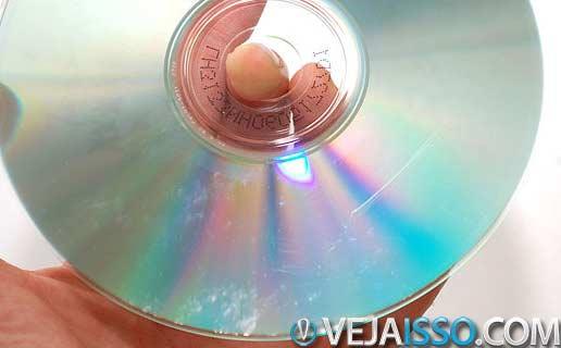 CD Arranhado ou DVD Riscado ainda podem ser recuperados usando algumas tecnicas para cobrir os riscos e softwares de leitura persistente