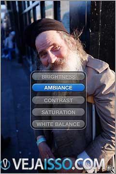 A interface simples, após selecionar um efeito ou edição, clique na foto e arraste o dedo para cima e para baixo para mudar a opção e para a direita e esquerda para a intensidade da opção
