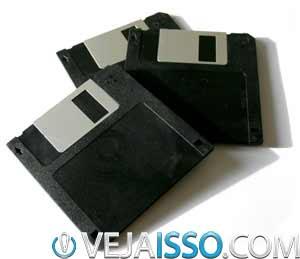 Diskettes constumam abrigar vírus de bootsector, que se instalavam junto com os arquivos da inicialização do sistema
