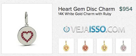 Pingente de corrente com os diferentes cores, pedras e designs comprados pelos clientes anteriores