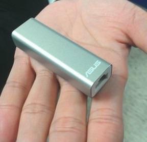 WL 330 NUS é portátil como um pen drive e vai servir para compartilhar redes ethernet apenas com um plug
