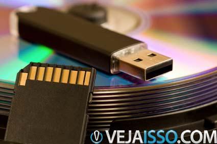 Mais importante que recuperar o sistema operacional é salvar seus dados como fotos, documentos, textos - coisas que não podem ser recuperadas.