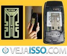 Antenas de celular adesivo usualmente sao colocadas entre a bateria e o celular, custando no máximo ate 100 reais