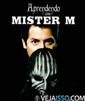 Mister M revolucionou o mundo da mágica ao revelar truques antigos a fim de incentir a nova geração a se interessar por mágicas