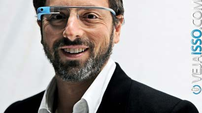 Sergey Brin o criador do Google Glass - Note que você consegue olhar diretamente no olho dele, apesar dele usar o Google Glass, o medo de muita gente