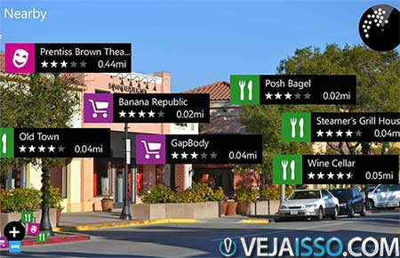 Um dos exemplos mais utilizados de realidade aumentado é o uso de geoposicionamento para dar localização de lojas e atrações turísticas em apps como mTrip